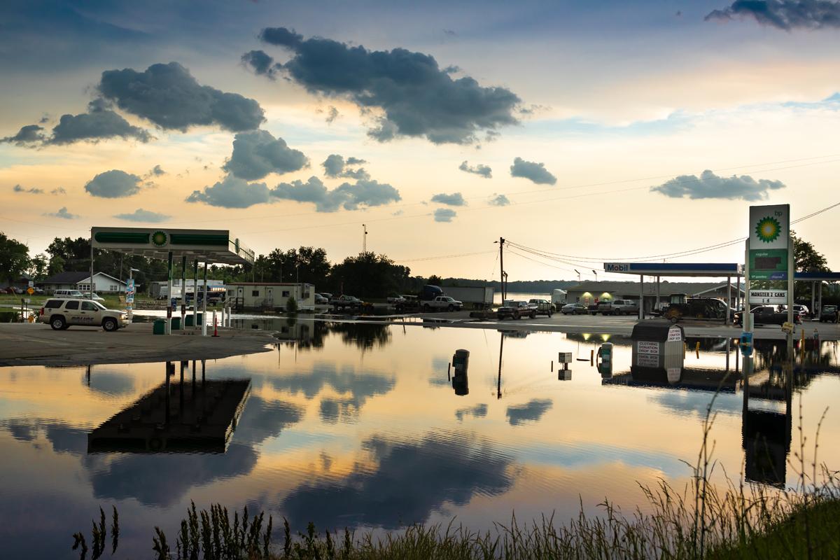 38_JennaCarliePhotography_May 31, 2019_West Alton Flood_BP and Mobile Gas sunset.jpg