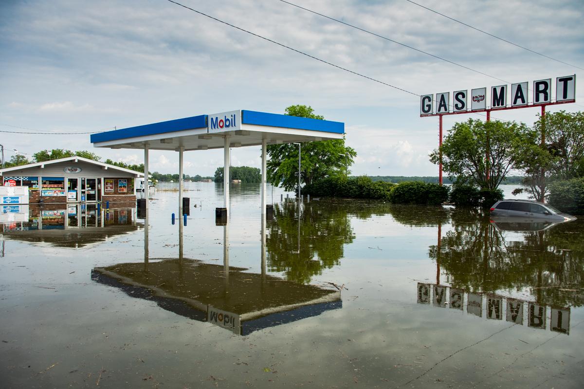 40_JennaCarliePhotography_June 5, 2019_West Alton Flood_Mobile Gasmart.jpg