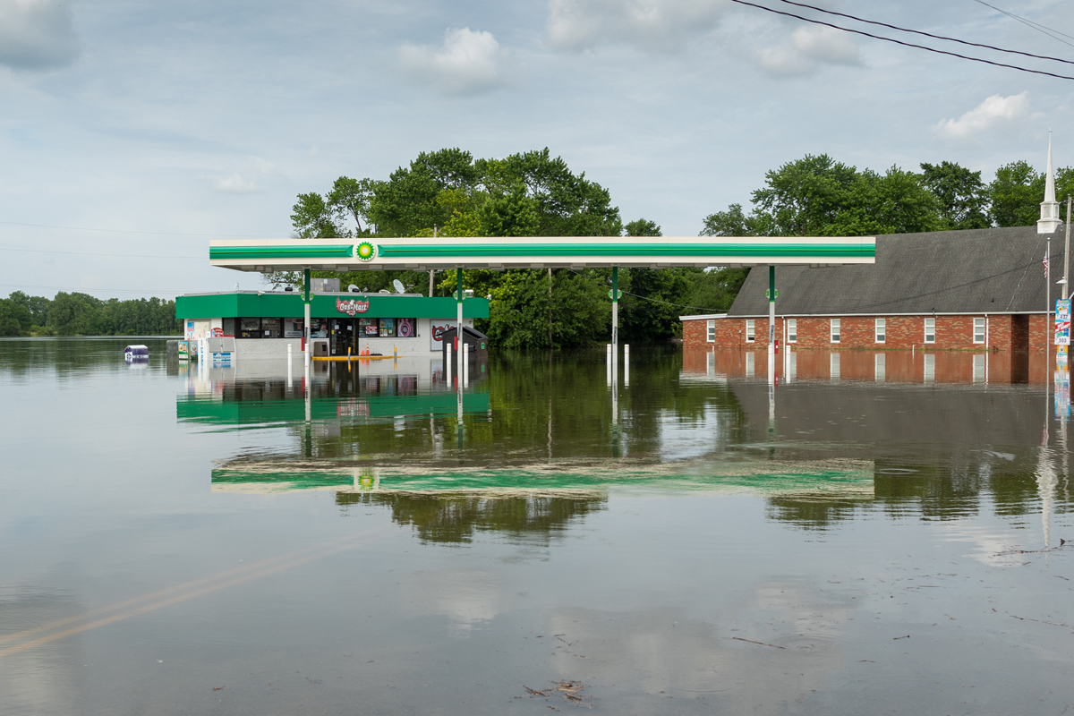 42C_JennaCarliePhotography_June 5, 2019_West Alton Flood_BP gas.jpg