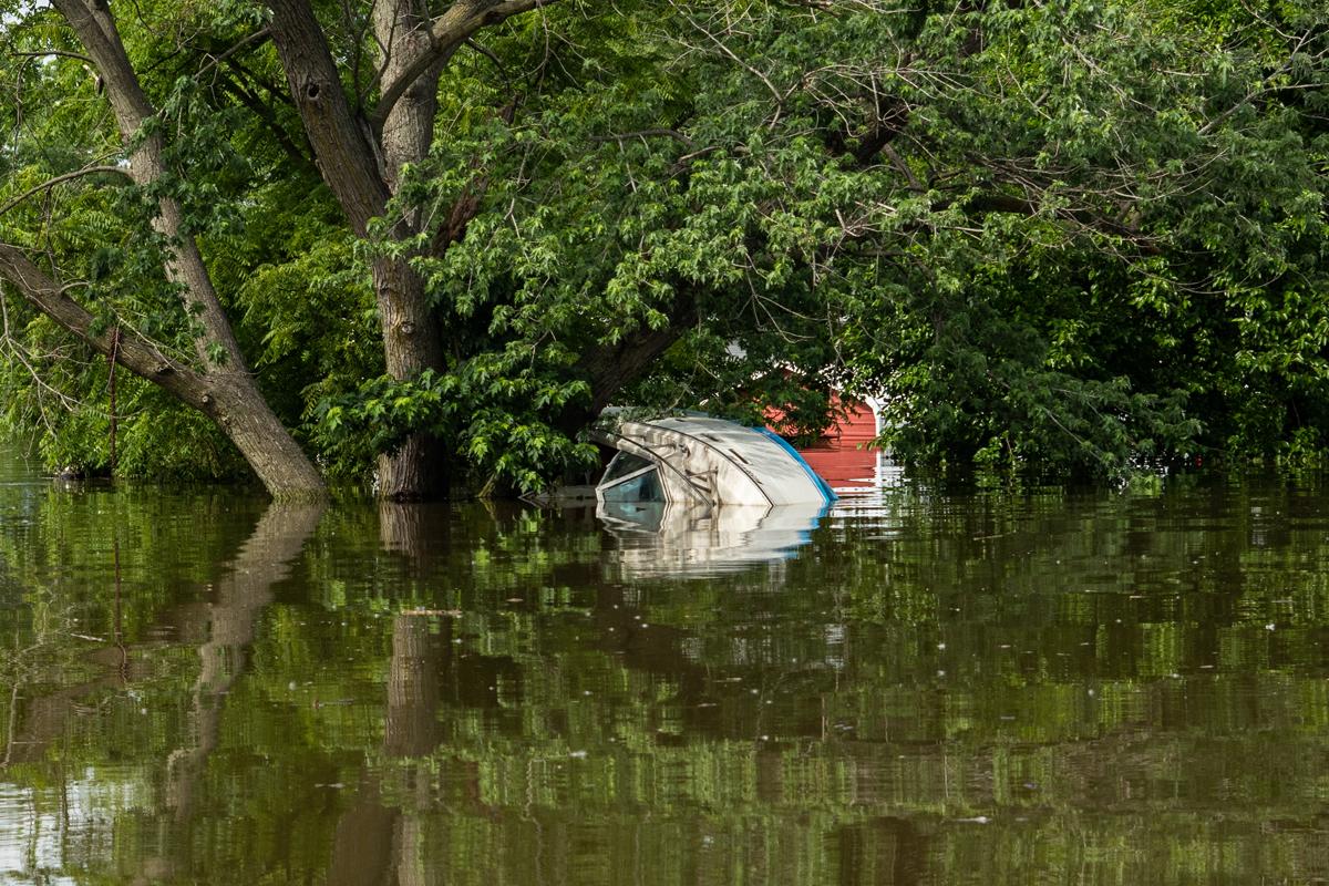 58_JennaCarliePhotography_June 5, 2019_West Alton Flood_Drowning Boat.jpg