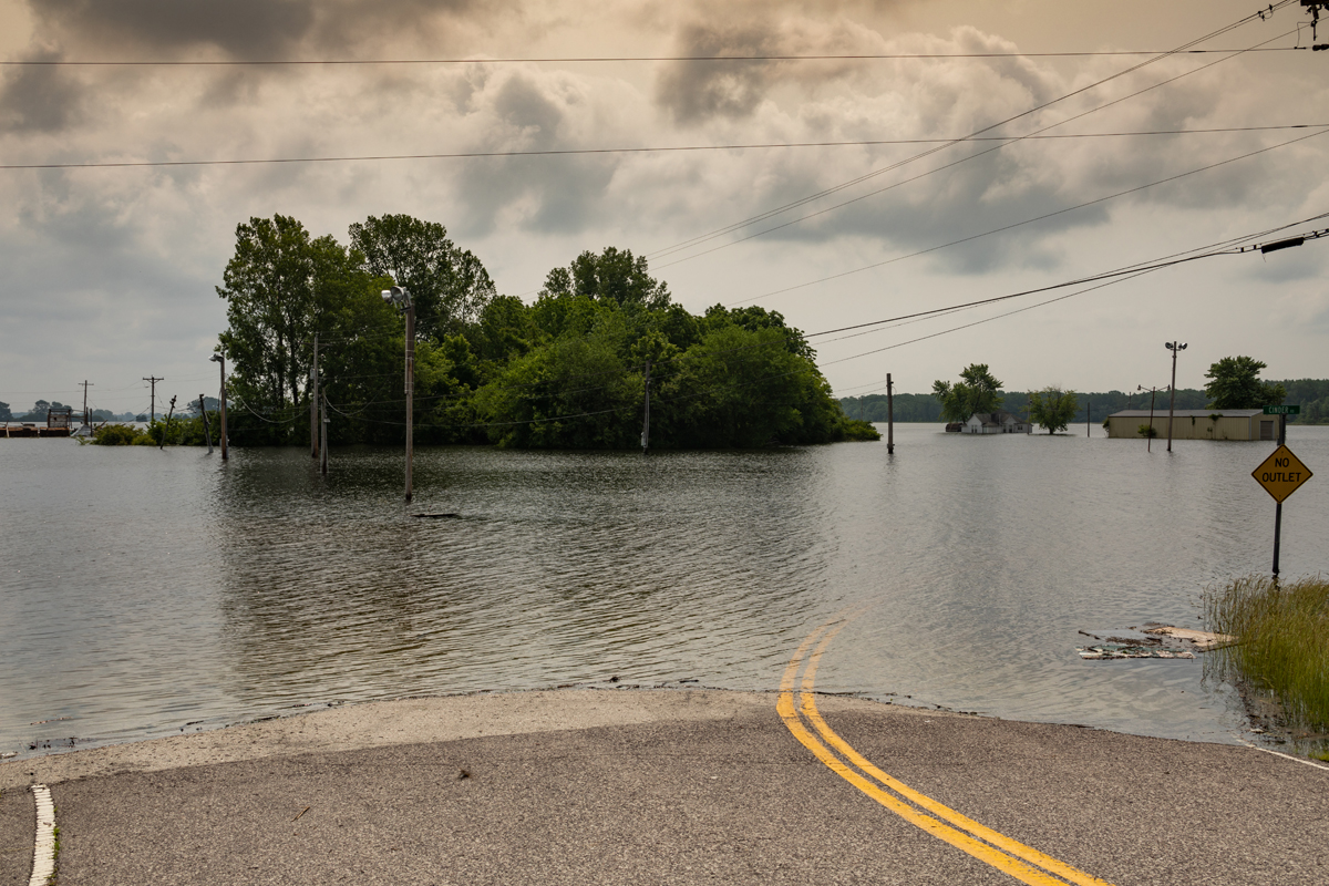 30_JennaCarliePhotography_June 1, 2019_West Alton Flood_Parking lot of Hoods.jpg