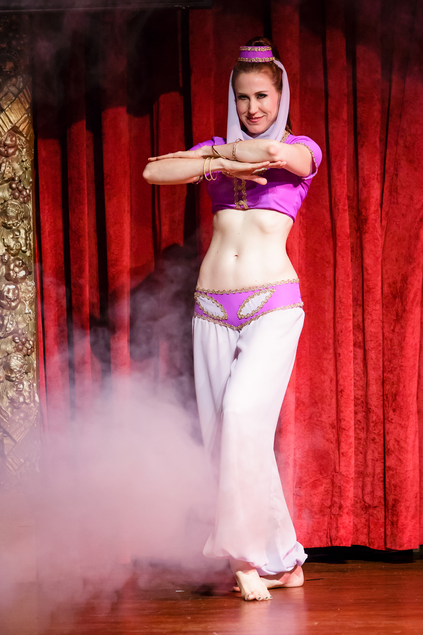 Belly dancer Mellilah