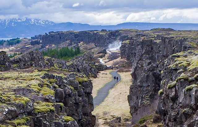 This rift in the Earth is beautiful and an important part of Icelandic history but also makes evident the tectonic drift fo the Earth's crust - a key part of Darwin's Theory Of Evolution. The Eurasian and American continental plates are moving apart about 2 centimeters a year, slowly making Iceland a larger island. . . . . . #thingvellir #iceland #icelandtravel #visiticeland #tectonicplates #unesco #keepexploring #travelphotography #justgoshoot #nationalpark