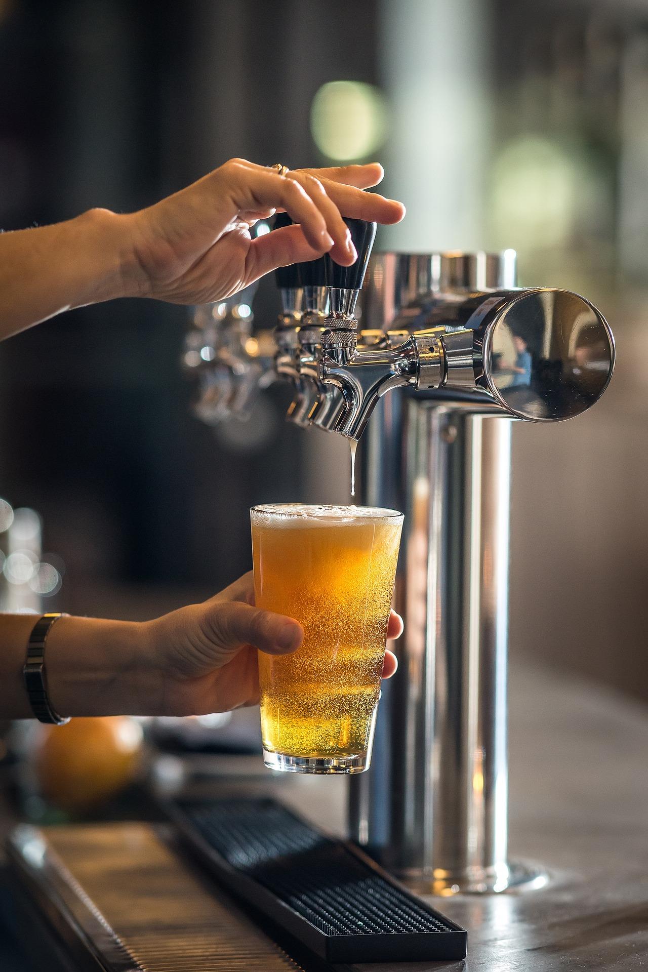 MaxPixel.freegreatpicture.com-Restaurant-Pouring-Refreshment-Bar-Beer-Pub-1218742.jpg