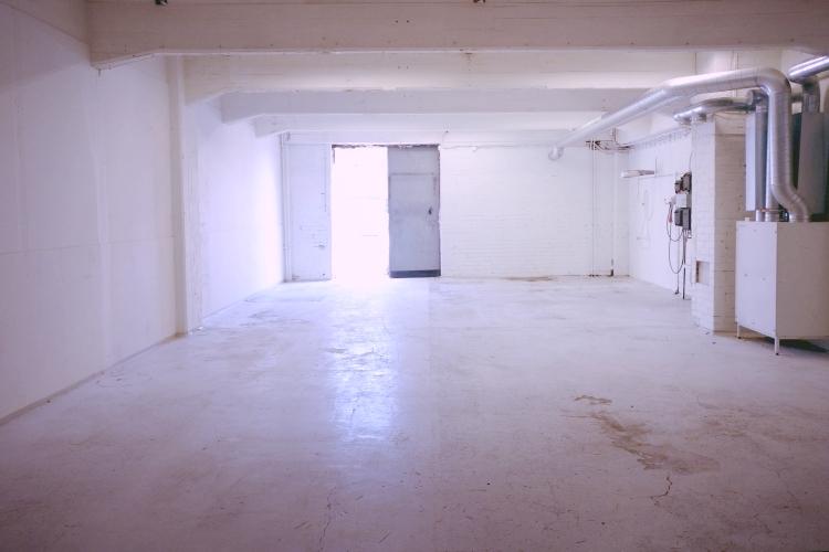 Toimitilanne Suomi, Helsinki - Suutarila, Valokaari 10. Tuotanto- tai varastotila 112 m²