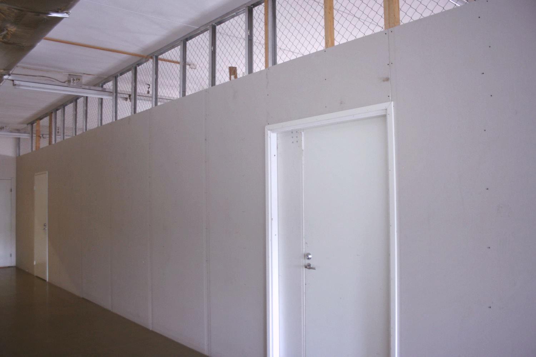 Varastotila 57 m² - Heti vapaana vuokratun varaston viereinen tila 57 m². Tavarahissi, 3. krs.Soita: Björn Lindgren p. 041 581 8560