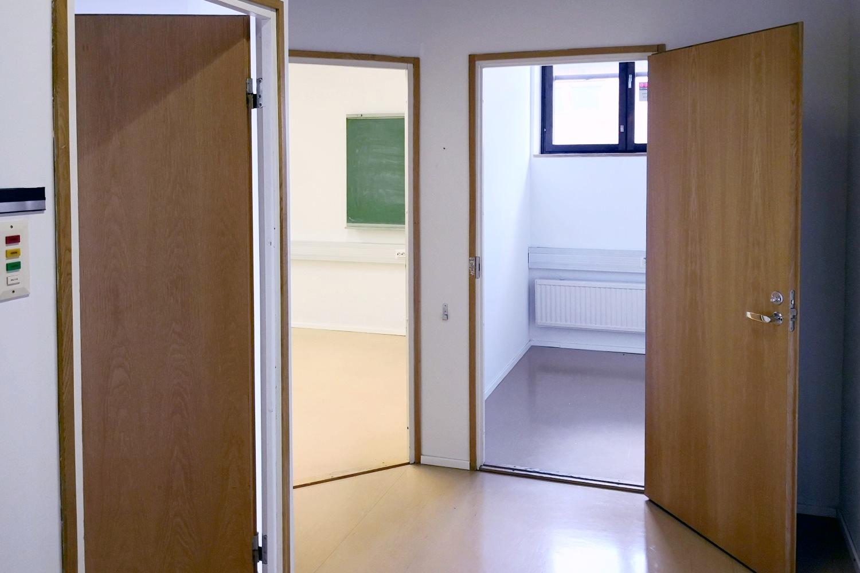 Vuokrattu: Toimistotila 56 m² - Valokaari 10:n toisen kerroksen kompakti toimistotila 56 m² Helsingin Suutarilassa on nyt vuokrattu. Tutustu ihmeessä kiinteistön vapaisiin tiloihin. Vapaana esimerkiksi Toimistohuone 31 m² ja Toimistohuone 10 m².
