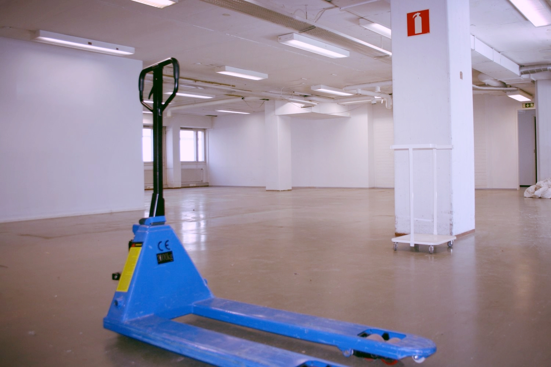 Vuokrattu: Toimisto- ja varastotila 404 m² Lauttasaaresta - Itälahdenkatu 23:sta Helsingin Lauttasaaresta vuokrattiin juuri kookas toimisto- ja varastotila 404 m². Hyviä toimistotiloja 8-266 m² ja varastotiloja 50-127,5 m² on vielä jäljellä, tutustu niihin sivuillamme ja ota yhteyttä.
