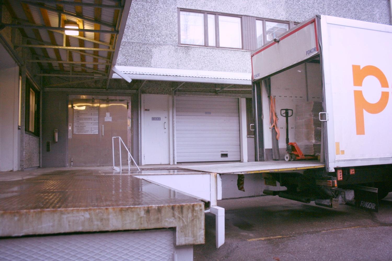 Vapaa varastotila 67 m² Lauttasaaressa - Ensimmäisen kerroksen varastotila 67 m² vapaana Helsingin Lauttasaaressa, Itälahdenkatu 23. Kulku kätevästi suoraan lastauslaiturilta.