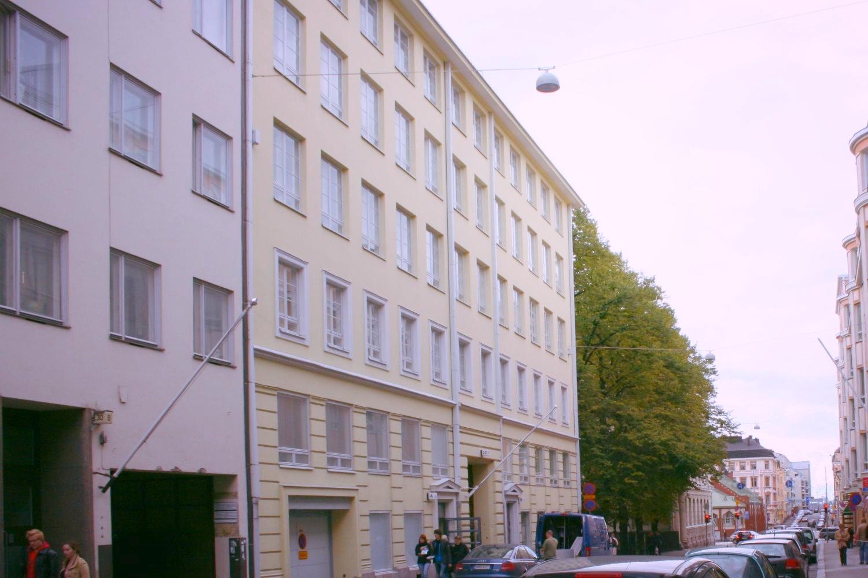 Vuokrattu 11,5 m²:n pienvarasto Lönnrotinkadulta. Muutama vielä vapaana. - Helsingin Lönnrotinkatu 32:sta vuokrattiin juuri pienvarasto. Vapaana on vielä muutama, soita niistä Björn Lindgrenille p. 041 581 8560.