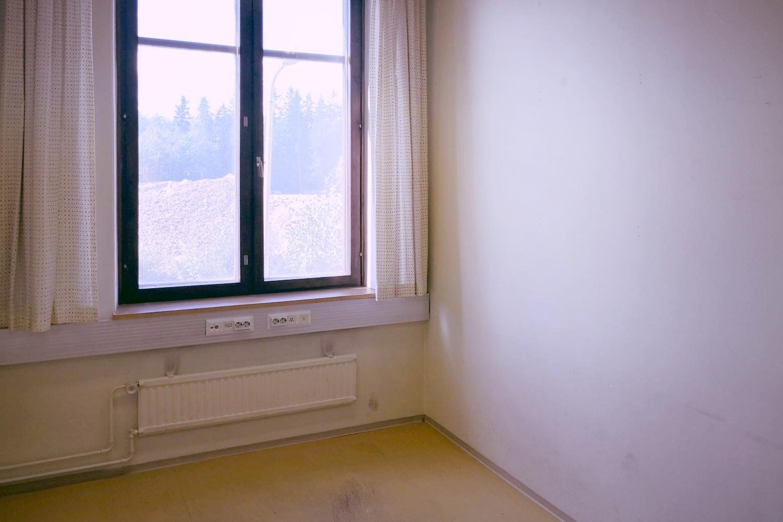 Toimistohuone 10 m²   vuokrattiin, vapaana vielä toimistohuone 31 m² - Suutarilasta Helsingistä (Valokaari 10) vuokrattiin juuri 10 m²:n kokoinen toimistohuone. Samassa rakennuksessa on vapaana vielä tyylikäs 31 m²:n kokoinen toimistohuone. Kysy lisää Tatu Hyväriseltä p. 040 145 7845.