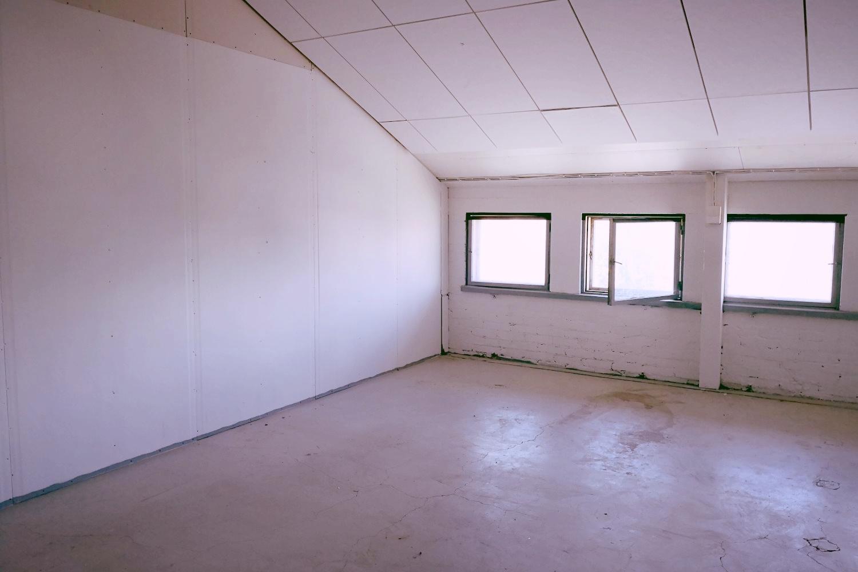 Tuotanto- tai varastotila 100 m² vuokrattiin Suutarilasta, vapaana vielä 63 m², 366 m², 450 m², 505 m² ja 977 m² - Tuotanto- tai varastotila 100 m² vuokrattiin juuri Suutarilasta Helsingistä (Valokaari 10). Se oli osa vuokrattavana olevaa tilakokonaisuutta 63-100 m². Jäljellä on vielä tuotanto- tai varastotila 63 m², minkä lisäksi tarjolla on hyvä valikoima suurempia tiloja 366-977 m². Kysy vapaista tiloista Tatu Hyväriseltä p. 040 145 7845.