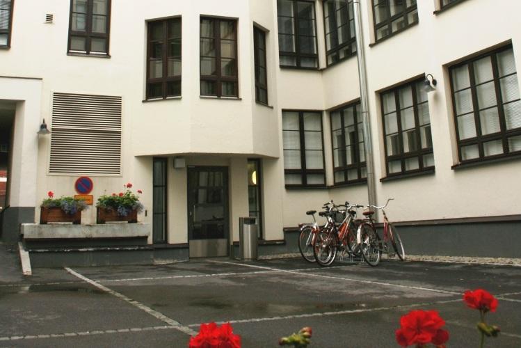 Pienvarasto 11,5 m² vuokrattiin Lönnrotinkadulta, vapaana vielä 9-12 m² - Toimitilanne Suomella on Helsingissä Lönnrotinkatu 32:ssa vuokrattavana siistejä pienvarastoja yksityisille sekä yrityksille. Yksi 11,5 m²:n pienvarasto vuokrattiin juuri. Kysy vapaista pienvarastoista Björn Lindgreniltä p. 041 581 8560.