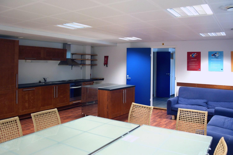 Keittiö- ja sosiaalitilat 75 m² -