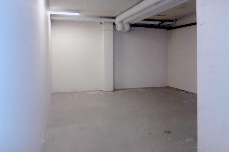 Lauttasaaressa vapautuu varastohuone 42 m² - Lauttasaaressa (Itälahdenkatu 23) vapautuu 1.9.2019 vankka varastohuone rakennuksen alimmasta kerroksesta, jonne kuljetaan kätevästi isolla tavarahissillä. Lisätietoja saat soittamalla Björn Lindgrenille p. 041 581 8560.