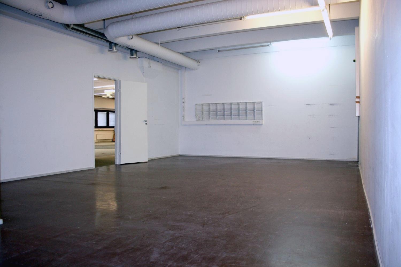Varastotila 49 m² vuokrattu Kiviruukista - Espoon Kiviruukista (Ruukinkuja 4) vuokrattiin juuri 49 m²:n kokoinen varasto. Kiinteistössä on kuitenkin vielä vapaana tai pian vapautumassa nämä hyvät varastovaihtoehdot:- varastotila 39 m²- varastotila 40 m²- varastotila 62 m²- varasto- tai tuotantotila 353 m²Soita näistä Björn Lindgrenille p. 041 581 8560.