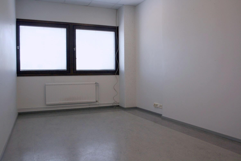 Pienvarasto 16 m² vuokrattiin Kiviruukista, kysy vapaita pienvarastoja 10-13 m² - Espoon Kiviruukin (Ruukinkuja 4) pienvarastoista vuokrattin juuri 16 m²:n kokoinen varasto. Kysy Björn Lindgreniltä pienvarastoista 10-13 m², p. 041 581 8560.