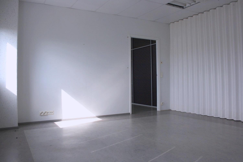 Varastohuone 22 m² vuokrattu Kiviruukista, kysy vapaita pienvarastoja 10-13 m² - Espoon Kiviruukista (Ruukinkuja 4) vuokrattin juuri 22 m²:n kokoinen varastohuone. Kysy Björn Lindgreniltä pienvarastoista 10-13 m², p. 041 581 8560.