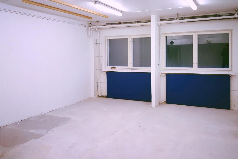 Varastohuone 34 m² vuokrattiin Klaukkalasta - Lahnuksentie 215:stä Nurmijärven Klaukkalasta vuokrattiin juuri alimman kerroksen varastohuone 34 m². Samassa rakennuksessa on vapaana vielä suurempia varastotiloja 122-253 m² sekä 1.9.2019 alkaen pienvarasto 13,5 m².