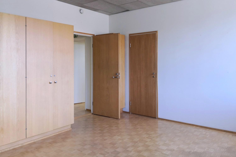 Toimitilanne Suomi, Helsinki - Suutarila, Valokaari 10. Toimistotila 227 m²
