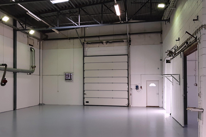 Juuri remontoitu tuotanto- tai varastotila 520 m² - Lahden seudulla Orimattilassa on vapaana heinäkuussa remontoitu tuotanto- tai varastotila 520 m². Korkeus 5,6 m. Nosto-ovi 3,6 m korkea ja 4,17 m leveä.Ota yhteyttä: Sami Hanttu p. 050 352 0559.
