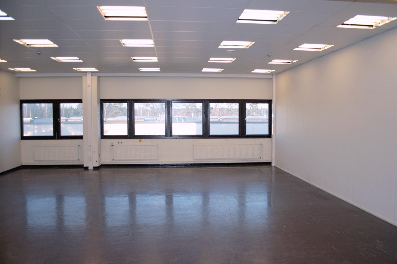 Varastotila 83 m² vuokrattiin Kiviruukista - Ruukinkuja 4:stä Espoon Kiviruukista (Kivenlahden teollisuusalue) vuokrattiin juuri varastotila 83 m². Samassa rakennuksessa on vapaana vielä tällaiset varastotilat:- Varastotila 39 m²- Varastotila 40 m²- Varastotila 98 m²- Tuotanto- tai varastotila 353 m²Björn Lindgren p. 041 581 8560 antaa näistä mieluusti lisätietoja.