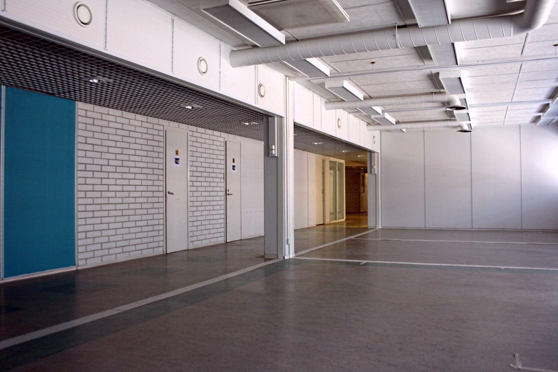 Toimistotilat 86 m² ja 138 m² vuokrattiin juuri - Itälahdenkatu 23:sta Helsingin Lauttasaaresta vuokrattiin kaksi toimistotilaa. Vapaana tai pian vapautumassa on kuitenkin vielä mainioita toimistotiloja. Sopisiko jokin näistä sinulle tai yrityksellesi:- Toimistotila 79 m²- Toimistotila 166 m²- Toimistotila 211 m²- Toimistotila 308 m²Björn Lindgreniltä kertoo lisää numerossa 041 581 8560.