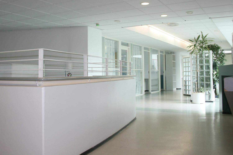 Kaksi toimistohuonetta 11 m² Suomenojalta - Finnoonniitty 7:stä Espoon Suomenojalta vuokrattiin juuri kaksi 11 m²:n kokoista toimistohuonetta. Ota yhteyttä Tatu Hyväriseen p. 040 145 7845 ja kysy vapaista toimistohuoneista. Hyvä sijainti Länsiväylän kainalossa, modernit ja viihtyisät tilat.