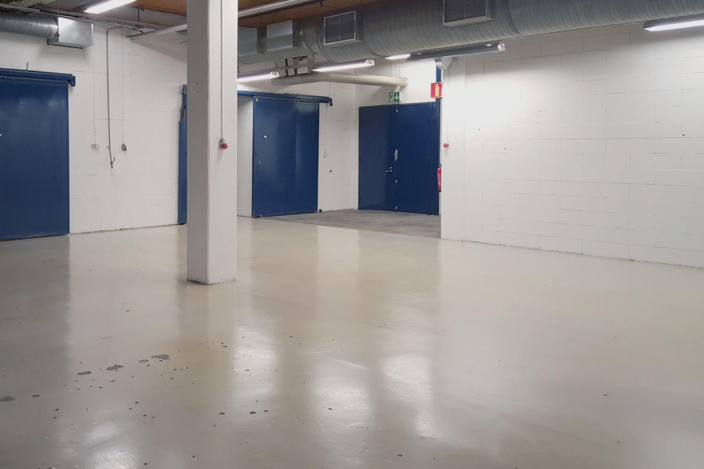Tuotanto- tai varastotila 590 m² vapautuu Klaukkalassa - Lahnuksentie 215:ssä Nurmijärven Klaukkalassa vapautuu 1.11.2019 alkaen vankka tuotanto- tai varastotila 590 m². Tilaan on oma nosto-ovi suoraan pihalta. Lisätiedot: Tatu Hyvärinen, p. 040 145 7845.