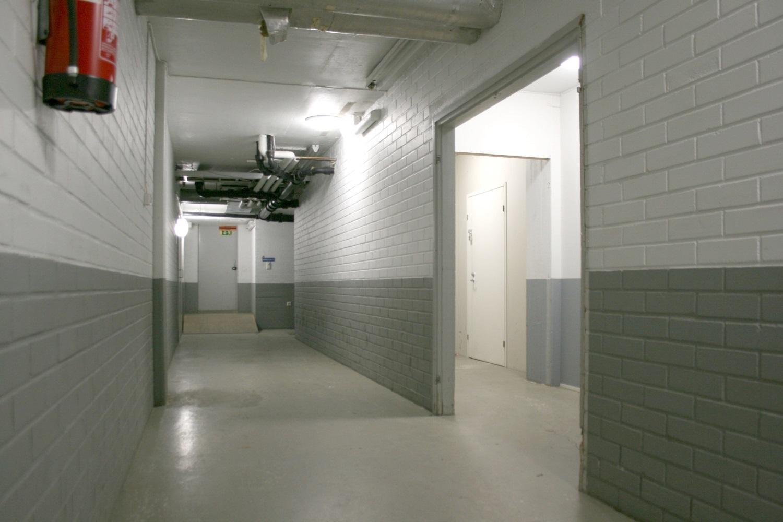 Varastohuone 22 m² vuokrattiin Lauttasaaresta - Itälahdenkatu 23:sta Helsingin Lauttasaaresta vuokrattiin juuri varastohuone 22 m². Vapaana on vielä kaksi varastotilaa:- varastotila 30 m²- varastotila 50 m²Lisätiedot Björn Lindgreniltä p. 041 581 8560.