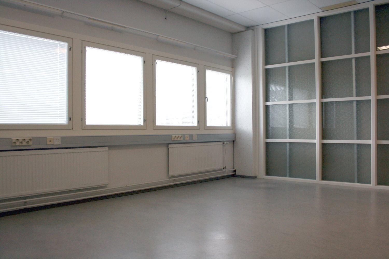 Varastohuone 22 m² vuokrattiin Kiviruukista - Ruukinkuja 4:stä Espoon Kiviruukista vuokrattiin juuri varastohuone 22 m². Björn Lindgren kertoo Kiviruukin tilavaihtoehdoista numerossa 041 581 8560- varastotila 39 m²- varastotila 40 m²- varastotila 98 m²- myös toimistotilaa