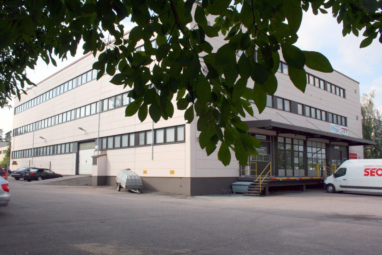 Pienvarasto 13 m² vuokrattiin Kiviruukista - Ruukinkuja 4:stä Espoon Kiviruukista vuokrattiin juuri pienvarasto 13 m². Kysy vapautuvista pienvarastoista Björn Lindgreniltä p. 041 581 8560.