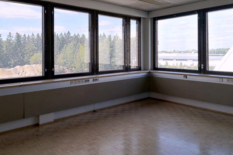 Toimistotila 227 m² ja toimistohuone 31 m² vuokrattiin Suutarilasta - Valokaari 10:stä Helsingin Suutarilasta vuokrattiin juuri päärakennuksen 3. kerroksen toimistotila 227 m² ja toimistohuone 31 m². Marraskuun alusta alkaen voi vielä vuokrata mainion toimistotilan 108 m², josta lisätiedot antaa Tatu Hyvärinen p. 040 145 7845.