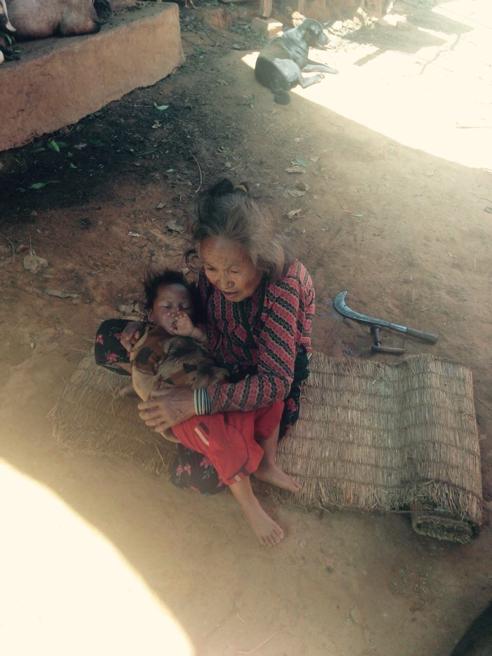 Victims of the quake trying to find shelter in Shikharpur village, Sindhupalchowk distric