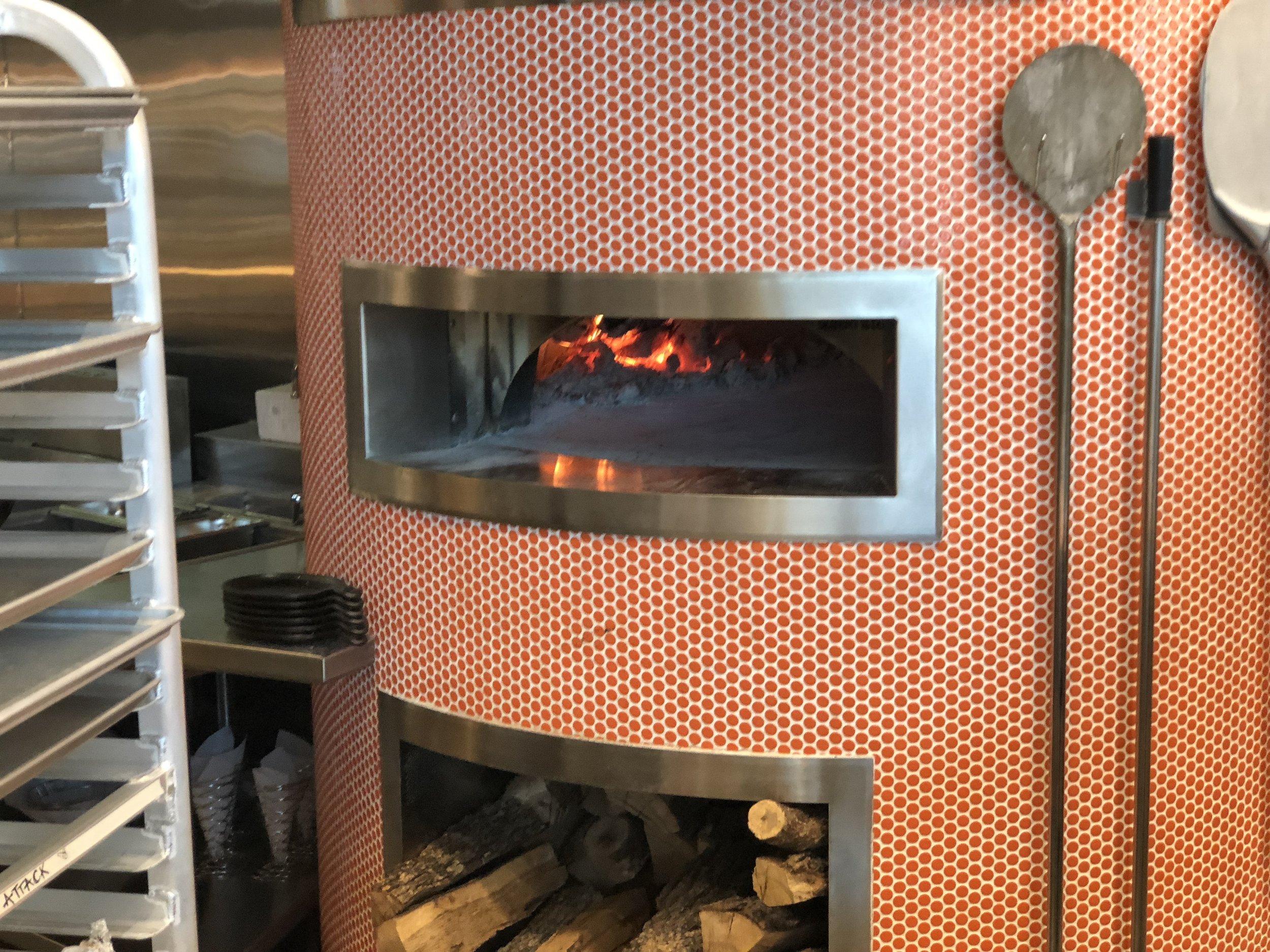 Wood-burning pizza oven