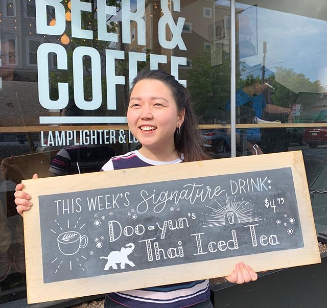 Meet Doo-yun, our cross-trained Kitchen and Register AND Barista whiz — her pick for a Signature Drink is a Thai Iced Tea! This delicious iced bevvy is available through Friday. Come sip on some in this ☀️ #longfellows #stafffeature #thaiicedtea