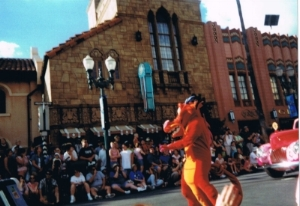 Mushu in Stars and Motorcars Parade - author's collection 2001