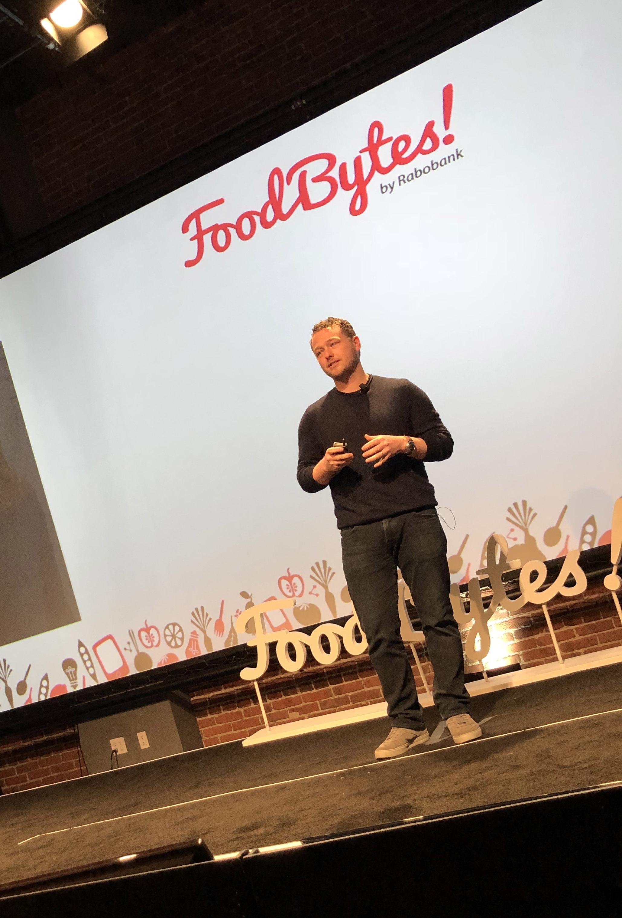 Luke Saunders der Gründer des Startups Farmer's Fridge auf der Foodbytes Bühne in San Francisco
