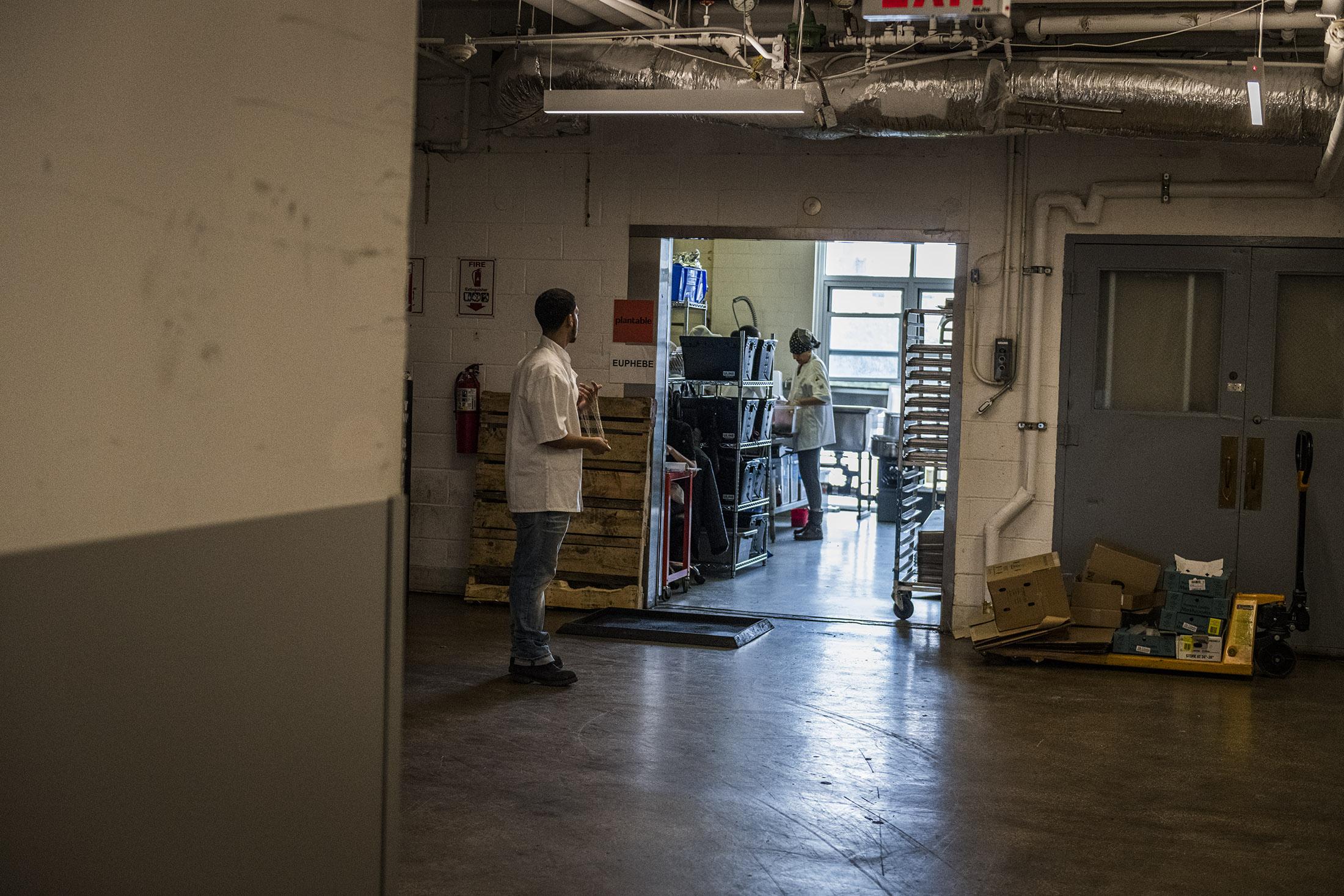Blick in eine der zahlreichen Produktionsküchen im Pfizer Building