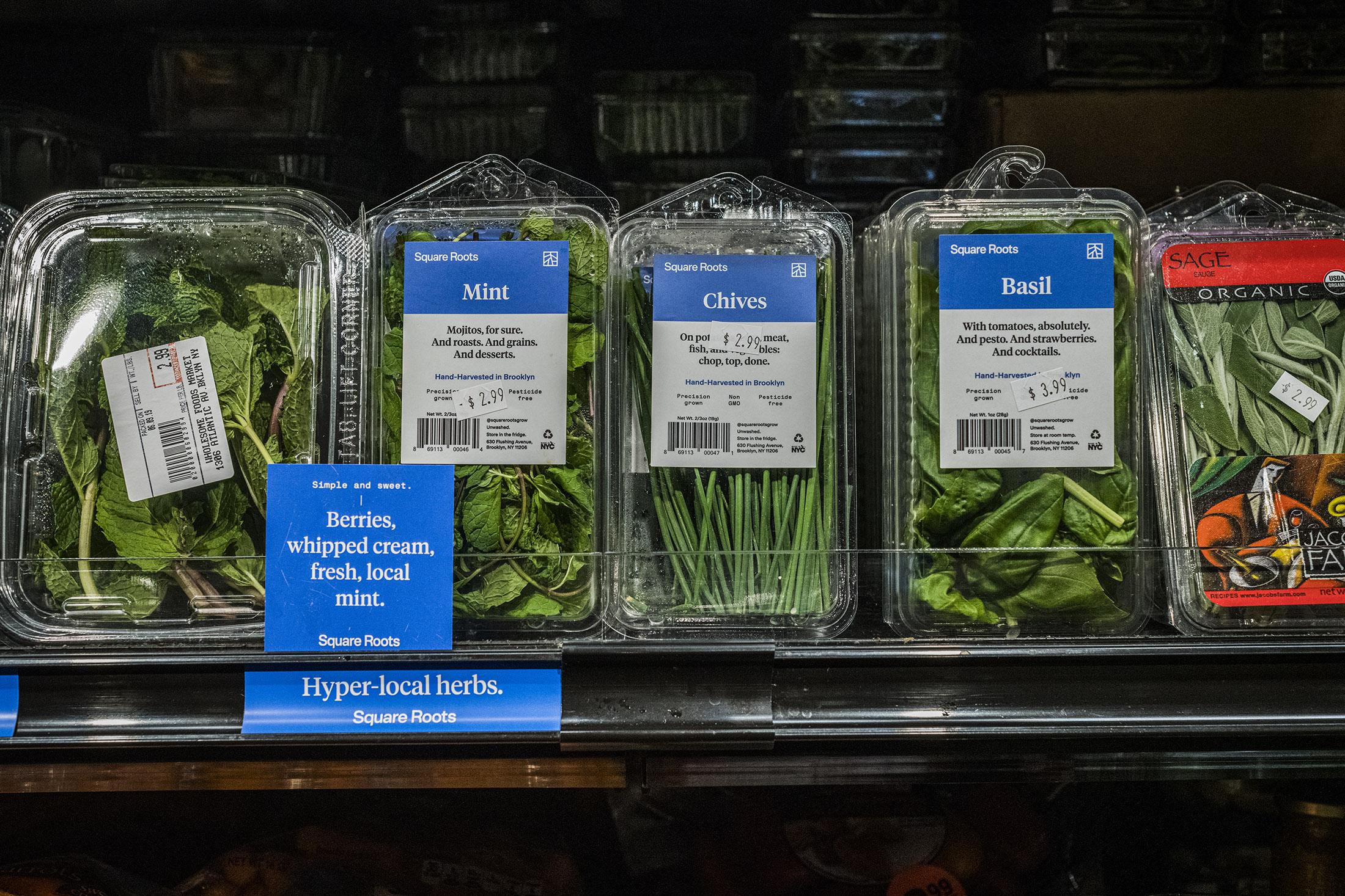 Produkte von SquareRoots im lokalen Supermarkt
