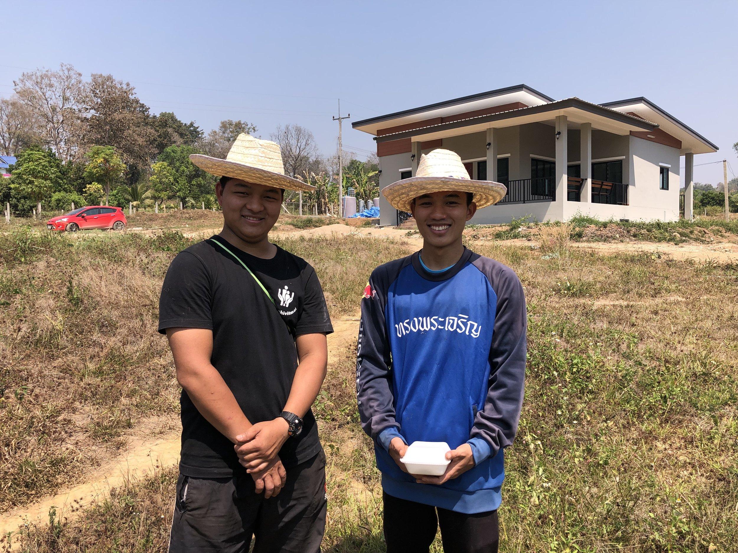 Tongchai sammen med Nat på deres nye hjem – studentsenteret – Foto: Knut Inge Bergem