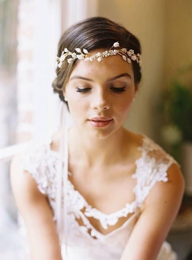Greek Goddess:  Channel your inner Aphrodite by pairing your headpiece with falsies, a flawless face, and a coral-tinted lip. Keep your brows natural looking by using a light hand when applying a shade that's close to your brow color.