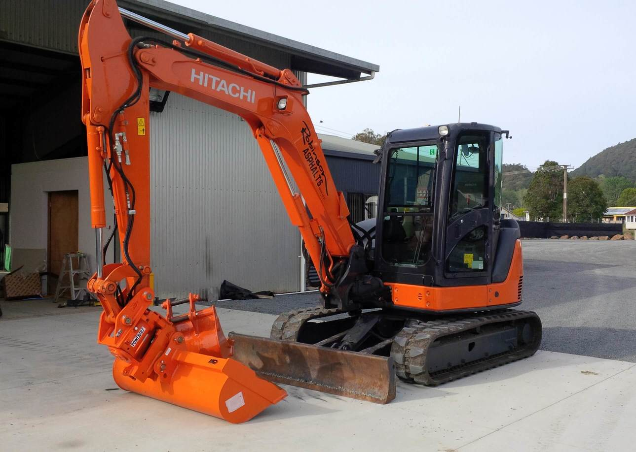 Hitachi ZX60USB-3 fitted with JB PowerTilt & NSP wide bucket