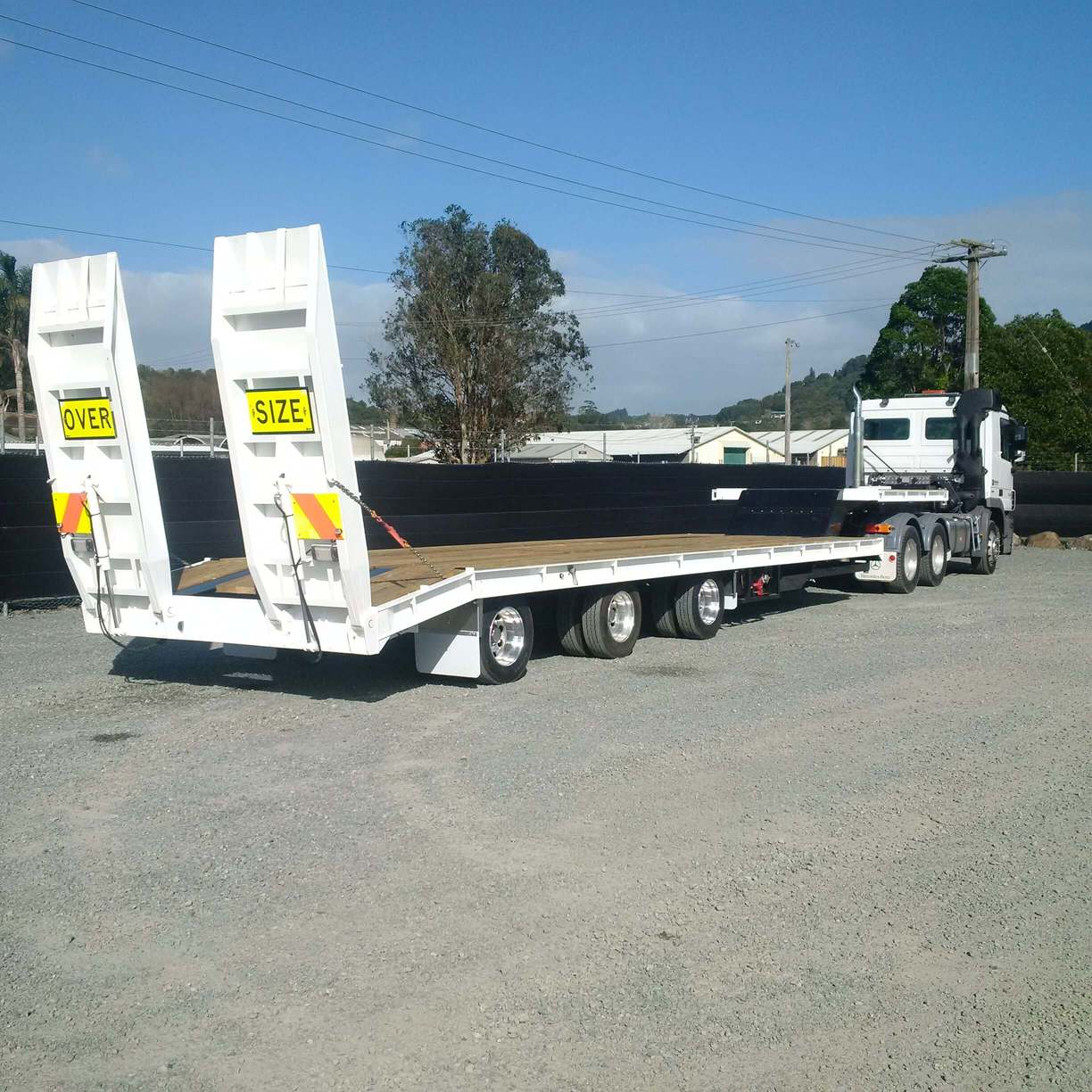 New 3 Rows of 4 lowloader, 2.8m wide, top deck,7500kg tare