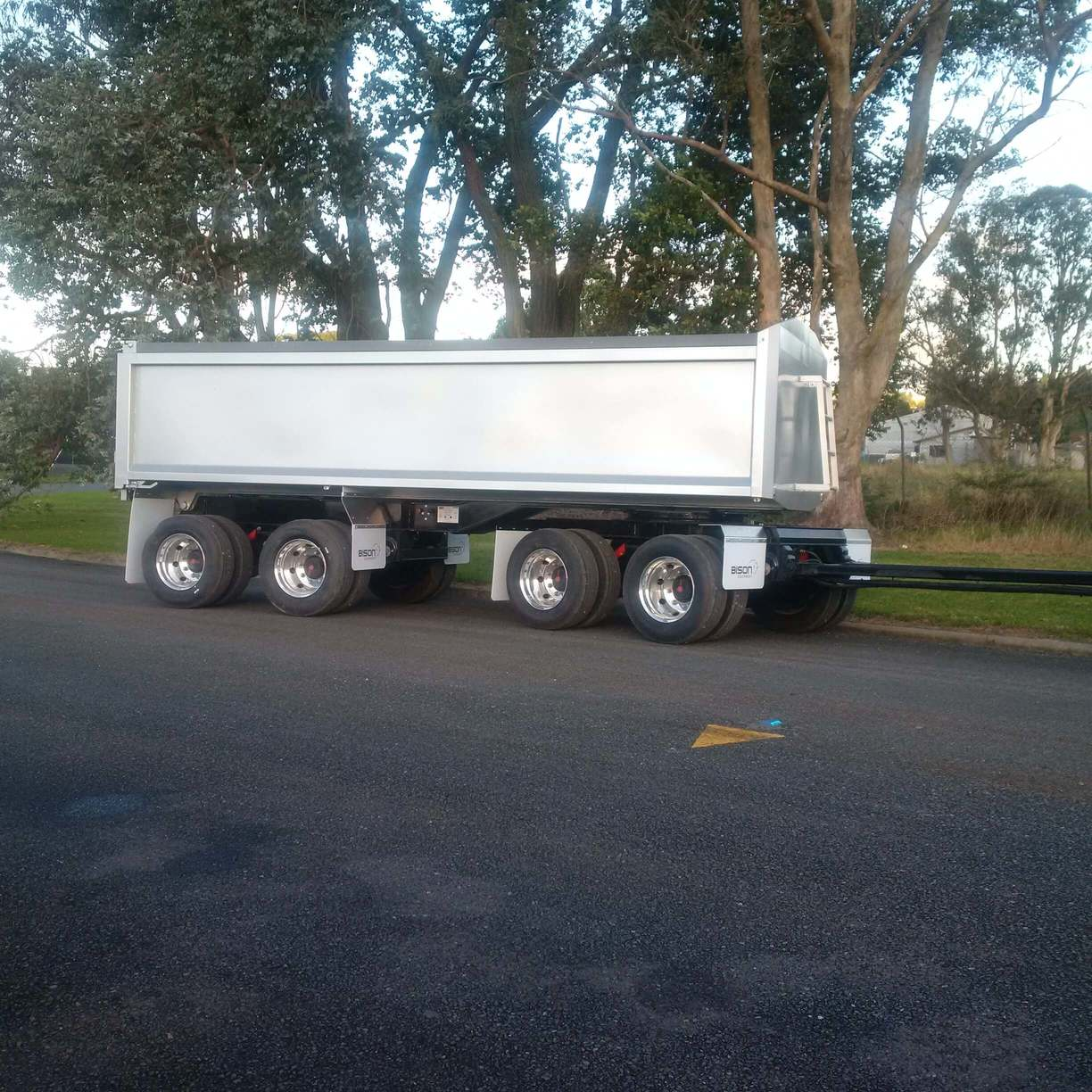Bison 6.1m 4-Axle Raex/Bisalloy Tipping trailer, with alloy wheels