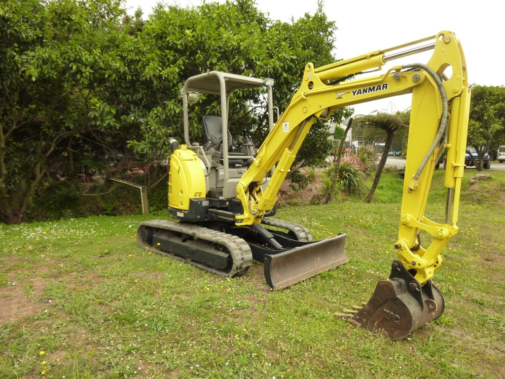 Yanmar Vio35-5B fitted with hydraulic hitch & digging bucket