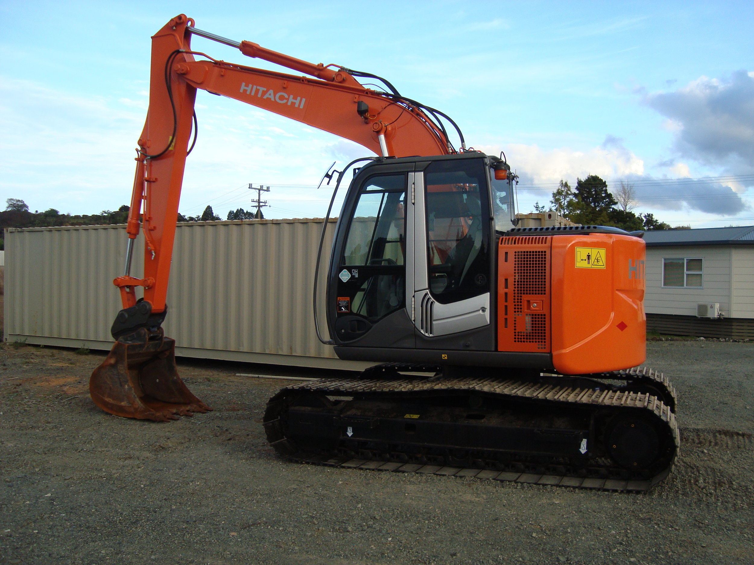 Hitachi ZX135US-3 fitted with hydraulic hitch & tilt bucket