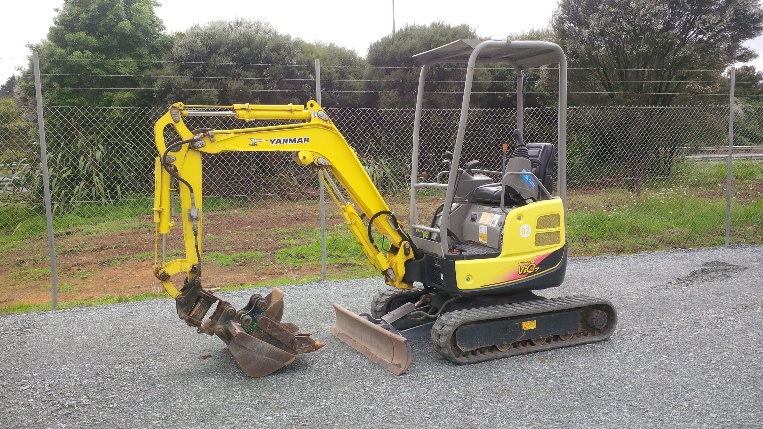 Yanmar Vio17U with JB PowerTilt and wide bucket