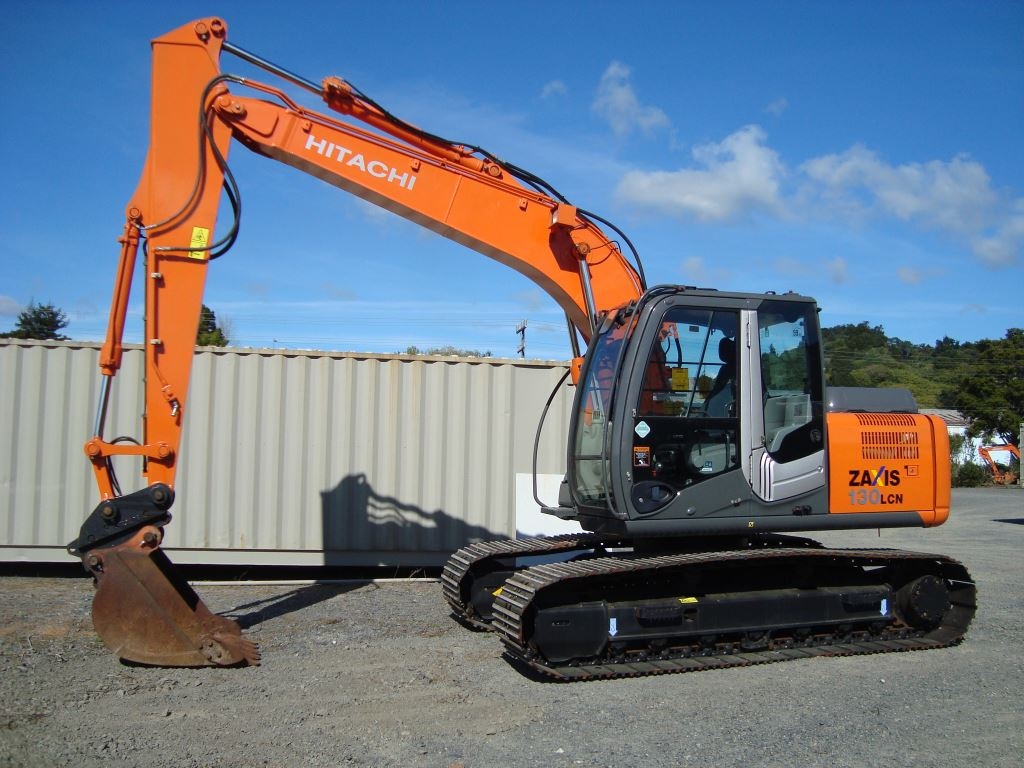 Hitachi ZX130LCN-3 fitted with hydraulic hitch & digging bucket