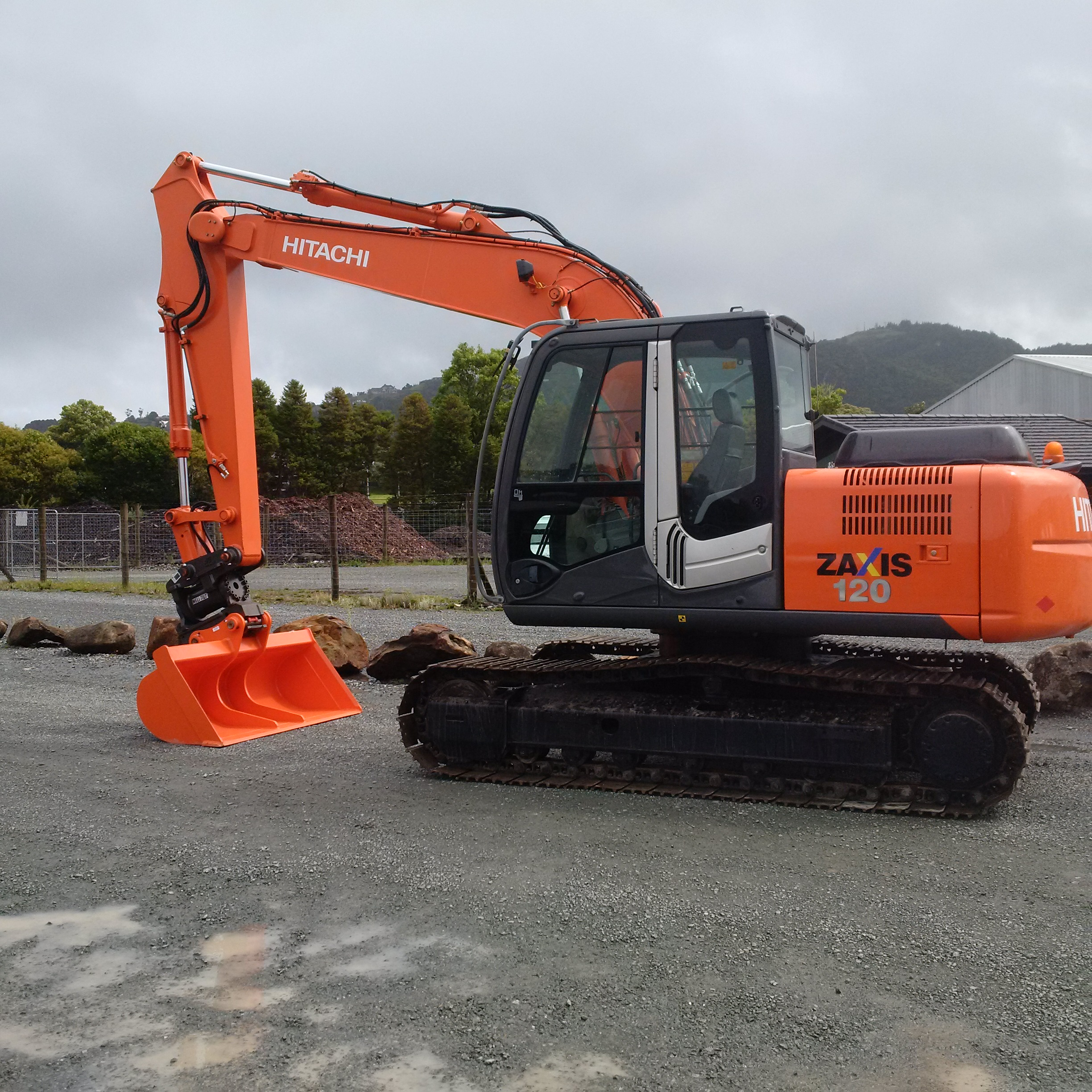 Hitachi ZX120-3 fitted with JB PowerTilt & NSP wide bucket